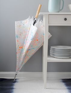 Bring some life to a boring umbrella with splattered paint.  Fun! #tutorial