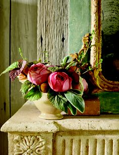 The textures of the greens and the colors of the garden roses are stunning (March Veranda Magazine) Beautiful Flower Arrangements, Floral Arrangements, Beautiful Flowers, Table Arrangements, Beautiful Images, Peach Flowers, Fresh Flowers, Pink Roses, My Flower