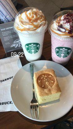 Bebidas Do Starbucks, Starbucks Drinks, Aesthetic Food, Aesthetic Collage, Sleepover Food, Snap Food, Food Snapchat, Tasty, Yummy Food