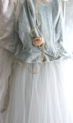 Ana Rosa - That top would be good as denim. Denim and Tulle. Just Girly Things, Mode Pastel, Greige, Bleu Pale, Color Celeste, Fru Fru, Ballet Costumes, Looks Vintage, Mode Style