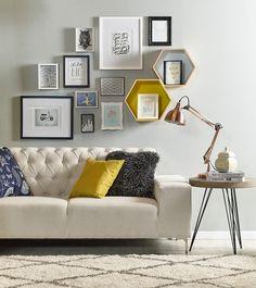 Dale un #nuevo aire a tus #paredes jugando con #cuadros y #marcos de #colores ;) #Deco #Homy