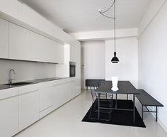 black and white minimal kitchen - yes please!
