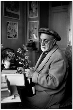 "FRANCE. Alpes-Maritimes. Vence. February 1944. French painter Henri MATISSE at his home, villa ""Le Rêve"". Анри Картье Брессон"