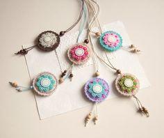 Round felt pendant necklace with flower felt medallion от suyika