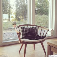 pinnstol,arka,yngve ekström,katt,kudde Furniture, Interior, House Styles, Chair, Home Decor, House Interior, Wooden Chair, Vintage Furniture, Cool Chairs