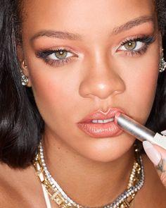 Rihanna Wows in Fenty Beauty 'Slip Shine' Lipstick Estilo Rihanna, Rihanna Style, Rihanna Fashion, Pink Lipstick Shades, Rihanna Fenty Beauty, Rihanna Riri, Dark Complexion, Cute Girl Outfits, Santos
