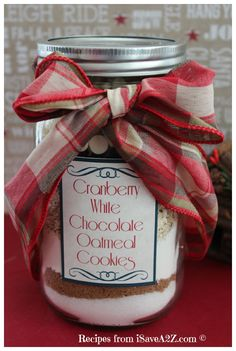 Cranberry White Chocolate Oatmeal Cookies - Cookies in a Jar Recipe! This recipe is AMAZING! (Free printable labels with baking instructions - White Chocolate Cranberry Cookies, Chocolate Oatmeal Cookies, Oatmeal Cookie Recipes, Chocolate Pudding, Mason Jar Meals, Mason Jar Gifts, Meals In A Jar, Mason Jars, Gift Jars