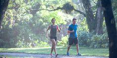 Sei in cerca di un programma di recupero della forma oppure cerchi di riprendere lo sport per gradi? Con questo allenamento di 4 settimane, raggiungerai l'obiettivo di camminare per 5 Km in 50 minuti di camminata veloce.