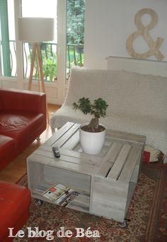 Je vous propose un pas à pas pour fabriquer une table basse-bar. Elle est fabriquée à partir de 4 caisses en bois assemblées sur le modèle...