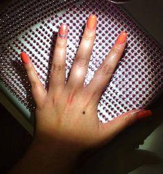 Riflettori puntati su Pamela Certelli e la sua scintillante nailart! La star del colore è il rosa essenza Estrosa!