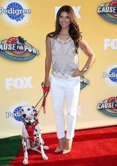 roselyn-sanchez-fox-s-cause-for-paws-at-the-barker-hanger-in-santa-monica_7.jpg (1280×1819)