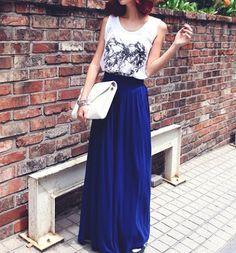 OUTFIT DEL DÍA: Look con falda larga color azul inspiración