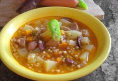 Vendégváró tarhonya leves Barley Soup, Goulash, Chana Masala, Cheeseburger Chowder, Nutella, Stew, Chili, Food And Drink, Ethnic Recipes