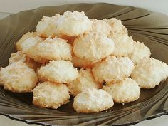 Kokosbusserl Kokosbusserl, a very delicious recipe from the category biscuits & cookies. Chocolate Chip Marshmallow Cookies, Chocolate Sugar Cookie Recipe, Sugar Cookies Recipe, Cookie Recipes, Snack Recipes, Dessert Recipes, Candy Recipes, Macaroons Christmas, Christmas Cookies