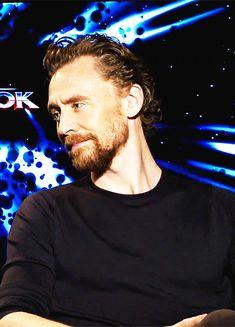 Tom Hiddleston.. cutiee