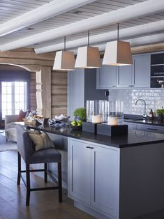 Transitional Home Decor – How Do You Select Accessories For a Room Designed in the Transitional StylE – Transitional Decor Transitional Home Decor, Transitional Kitchen, Log Home Interiors, A Frame House, Log Cabin Homes, Lodge Decor, Modern Kitchen Design, Kitchen Interior, Winter House