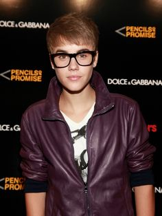 Justin Bieber certainly knows how to maintain his performances and fashion. One thing that stands out for Justin Bieber's fashion is that he seems to be more trendy and risky when it comes to his outfit choices. Since he is still relatively young, his fashion will most likely change and grow as he become even [...]