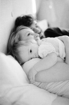 Kuschelzeit mit Mama und Papa