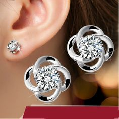 WOOKER Stud Earring Female Hypoallergenic 925 Silver Flash Lucky Four Leaf Earrings Silver Jewelry ED033
