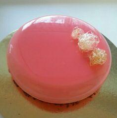 Зеркальная глазурь для ваших десертов! Простой и понятный рецепт, по которому глазурь всегда получается. Удивите своих близких эффектным, модным угощением! No Cook Desserts, Dessert Recipes, Entremet Recipe, Cake Piping, Mirror Glaze Cake, Dessert Decoration, Mousse Cake, Small Cake, Cake Decorating Techniques