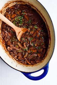 This Mushroom Bourguignon is a modern take on the beefy French bistro classic. Serve it with mashed potatoes, creamy polenta, or celeriac puree. Vegaterian Recipes, Meatless Recipes, Vegetarian Recipes Dinner, Vegan Recipes, Mushroom Bourguignon, Beef Bourguignon, Clean Eating Vegetarian, Vegetarian Cooking, Creamy Polenta