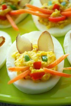 30 Creative Deviled Egg and Hard Boiled Egg Holiday Ideas for parties and celebrations including baby showers - fun kids food ideas too! Easter Recipes, Egg Recipes, Dinner Recipes, Chicken Recipes, Easter Ideas, Incredible Eggs, Soup Appetizers, Deviled Eggs Recipe, How To Eat Better