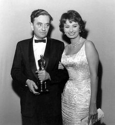 Sophia Loren poses with the winner of the 1957 direction Oscar, David Lean (The Bridge on the River Kwai)