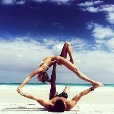 The latest tips and news on Yoga are on POPSUGAR Fitness. On POPSUGAR Fitness you will find everything you need on fitness, health and Yoga. Couple Yoga, Couple Beach, Dancing Couple, Yoga Fitness, Sport Fitness, Workout Fitness, Fitness App, Fitness Shirts, Physical Fitness