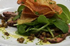 Carpaccio de carne assada com chips de batata - Receitas - GNT