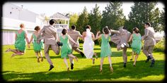 Fun photo idea for the wedding party! Photo by: @lifestylect1