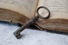 Vintage iron rustic skeleton key