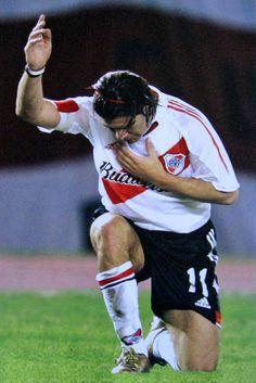 """El Chileno Marcelo Salas - """"El Matador"""" de River Plate, haciendo su clásico festejo de gol"""