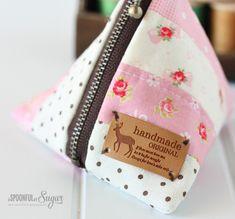 Fare un semplice sacchetto triangolo patchwork cucito con il nostro tutorial.