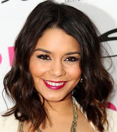 Check the latest hairstyles of Vanessa Hudgends from our site. Many pictures of Vanessa Hudgens latest hairstyles. Vanessa Hudgens hair related page. Cabelo Vanessa Hudgens, Vanessa Hudgens Short Hair, Cut My Hair, Her Hair, Hair Cuts, Medium Hair Styles, Curly Hair Styles, Frizzy Wavy Hair, Medium Curls