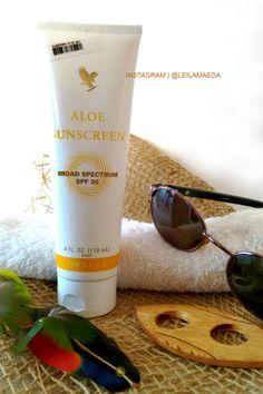 Aloe Sunscreen - cod.199  À base de gel de Aloe puro e enriquecido com nutrientes e hidratantes, o Forever Aloe Sunscreen é um protetor solar fator 30 (30 FPS), resistente à água, que conserva a umidade da pele e minimiza os efeitos do sol, garantindo a proteção contra os raios UVA e UVB.