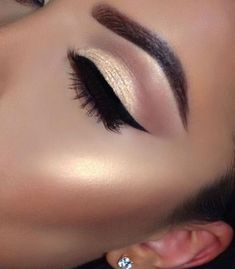 Pageant and Prom Makeup Inspiration. Find more beautiful makeup looks with Pagea… Pageant and Prom Makeup Inspiration. Find more beautiful makeup looks with Pageant Planet. Prom Makeup, Cute Makeup, Gorgeous Makeup, Pretty Makeup, Bridal Makeup, Cheap Makeup, Makeup 2018, Awesome Makeup, Flawless Makeup