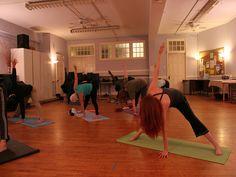 O Clube Escola Pirituba oferece prática aberta de Yoga e alongamento feminino voltada para maiores de idade. As atividades acontecem sempre de quarta e sexta-feira, das 8h30 às 9h15 e das 9h30 às 10h20. Os interessados devem se dirigir ao local e levar o RG para fazer a inscrição.