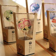 浅草飴細工アメシン 東京スカイツリータウン・ソラマチ店ではここでしか買えないうちわ飴やボンボン飴などを販売しています。