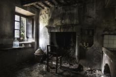 """Ghost"" abandoned room somewhere in Smerillo, Marche, Italy"