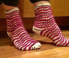 Neuloosi vaivaa neljässä sukupolvessa. Isomummi 96v, mummi 68v, minä 45v ja minun lapset 20, 18, 14 ja 10v. Puikot viuhuu! :) Boot Cuffs, Drops Design, Knitting Socks, Knit Crochet, Footwear, Boots, Fashion, Knit Socks, Crotch Boots