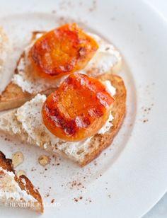 Toast met gegrilde abrikozen