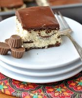 No Bake Chocolate Peanut Butter Eclair Cake: a delicious no bake dessert filled with chocolate, peanut butter and reese's peanut butter cups. Peanut Butter Desserts, Köstliche Desserts, Delicious Desserts, Dessert Recipes, Yummy Food, Dessert Healthy, Eclairs, Eclair Cake Recipes, Galette