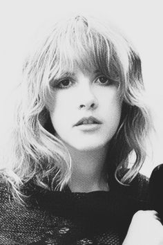 Gorgeous black and white pic of young Stevie Nicks … Divas, Stevie Nicks Fleetwood Mac, Stevie Nicks Young, Stevie Ray, Buckingham Nicks, Stephanie Lynn, Foto Top, Female Singers, Her Music