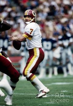 Washington Redskins quarterback Joe Theismann #7, former Notre Dame player, in action against the Dallas Cowboys at RFK, 9-6-1981