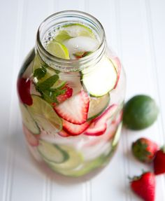 strawberry lime water / half gallon jar - 1 cup sliced strawberries 1 cup sliced cucumbers 2 limes, sliced 1/4 cup fresh mint leaves Ice cubes Water