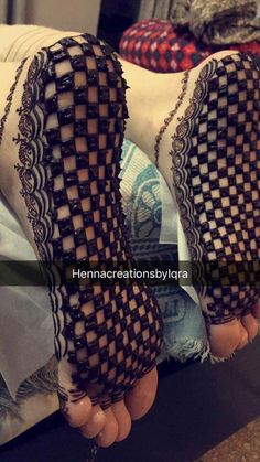 It looks amazing. Mehndi Designs Feet, Indian Henna Designs, Legs Mehndi Design, Mehndi Designs For Girls, Stylish Mehndi Designs, Dulhan Mehndi Designs, Mehndi Design Pictures, Wedding Mehndi Designs, Beautiful Mehndi Design