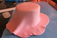 Tutorial: How to Cover a Cake in Fondant