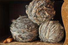 Naturally Handspun Cotswold Yarn 100 Yards Curly Fluffy door YOSPUN