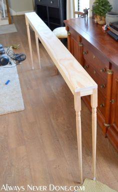 $25 Sofa Table Tutorial Parfait pour derrièere le fauteuil et pour plus de plantes :D :D :D À faire de la longueur de la fenêtre du salon?
