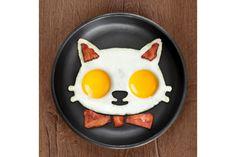 Funny Side Up - Cat van Fred & Friends Kluts je eieren, giet het mengsel in de eivorm en tadaaaa binnen een paar minuten heb jij een katachtig eitje! #kookcadeau #koken #ei #cadeau #moederdag #sinterklaascadeau #kerstcadeau